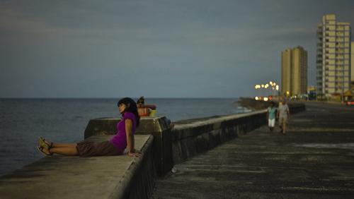 Malecon, Havannas berømte strandpromenade en sen kveld.