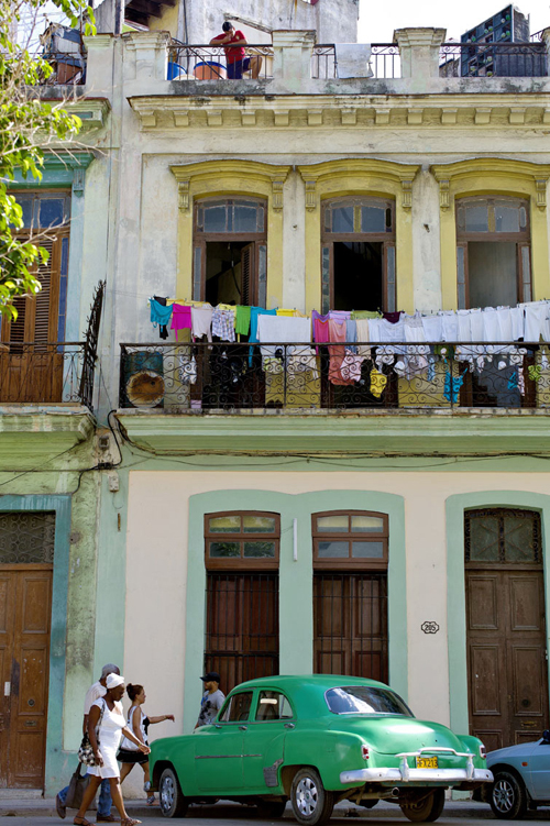 Typisk gatebilde i det sentrale Havana.